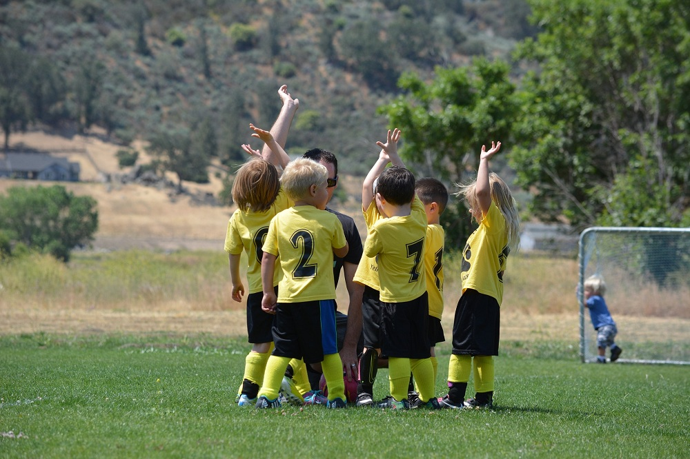 8 Reasons Why You Should Allow Your Kids to Play Sports